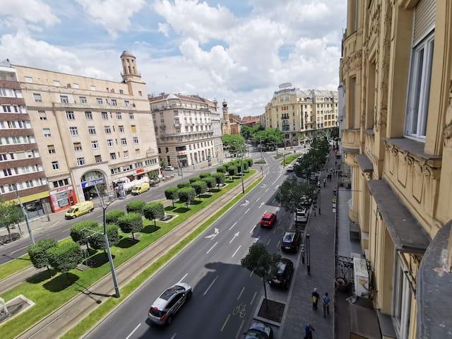 MODERNIZED Uniqe Huge Central Apartment On 135sqm