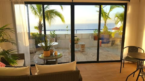Ocean view at rooftop, lovely apartment. New!