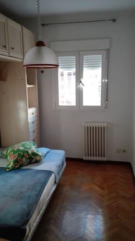 Habitación en Madrid para una persona - Madrid - Apartment