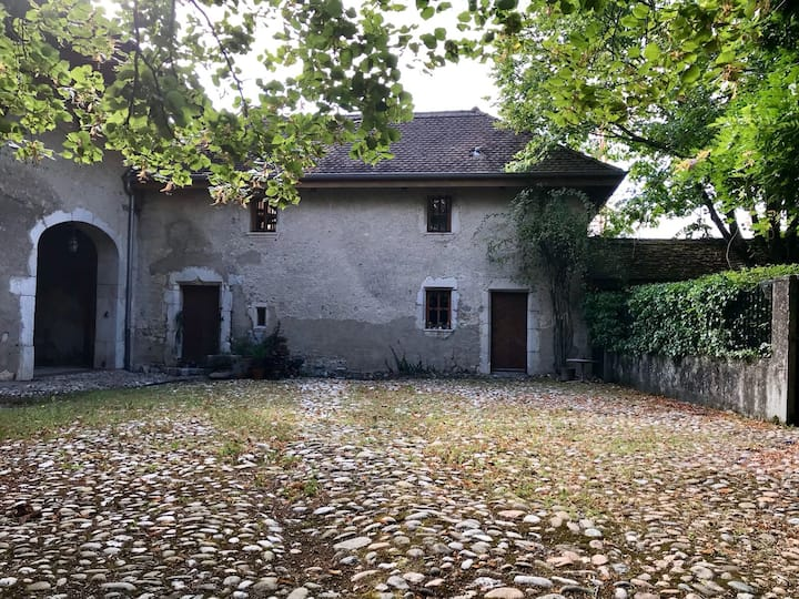 Charming 17th century guesthouse outside Geneva