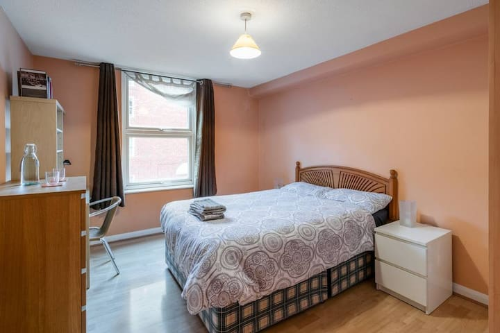 St. Clements Street spacious double room.