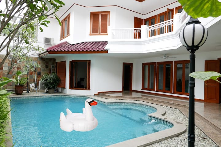 Cozy, Charming House in Pondok Indah