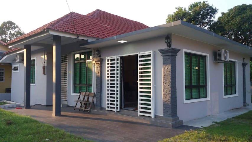 Villa Aliaa Homestay in the Kota Bharu City - Kota Bharu - House