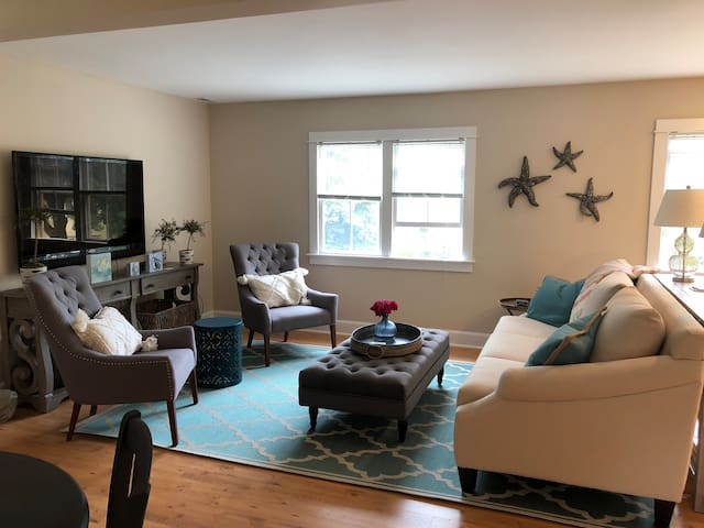 Lovely 1 Bedroom Guest House. Downtown Cohasset