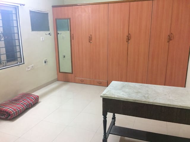 Private room in a 3BHK available - Hyderabad - Apartamento