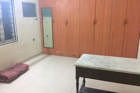 Private room in a 3BHK available - Hyderabad - Lakás