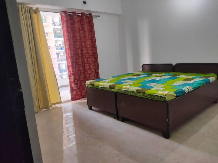 Ghaziabad Home with a View, Connectivity & Park
