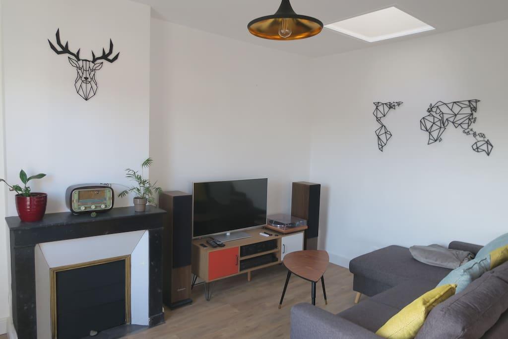 Salon tout équipé Hifi + LCD