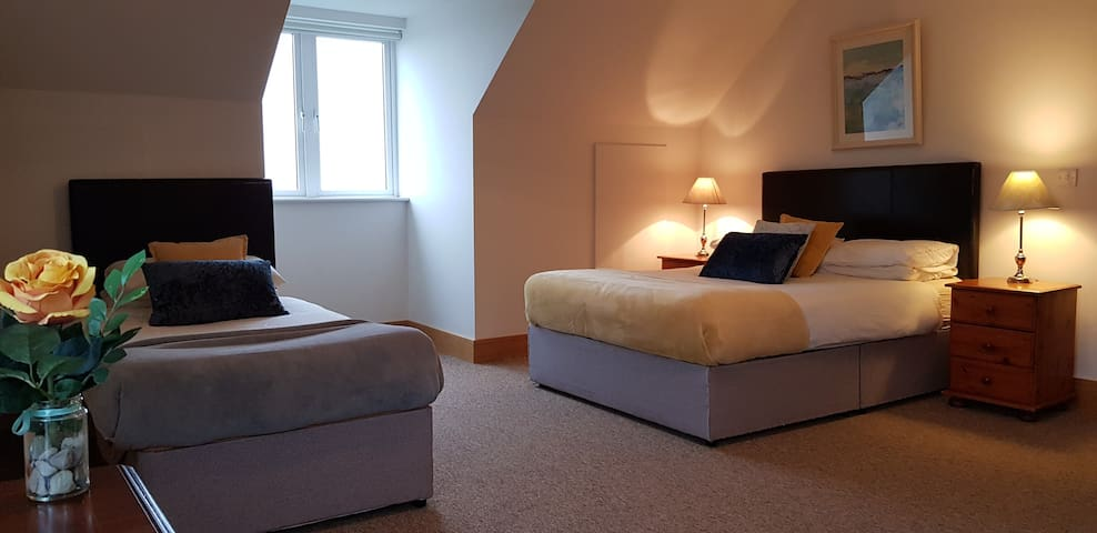 First Floor lakeview Ensuite spacious Bedroom with Double & Single bed