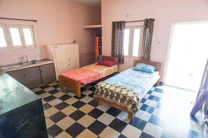 """Manipura"" twin bed room"