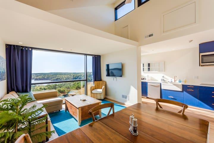 Suite 2 - Blue Vista Inspiring Lakefront Retreat