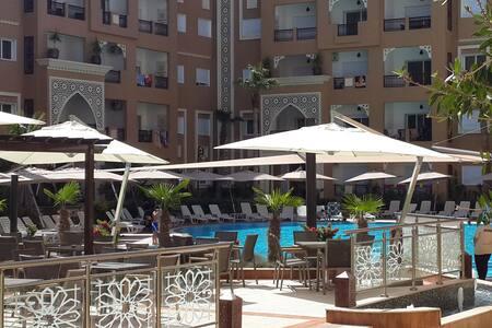 Residence pied dans l'eau Appart vue sur piscine