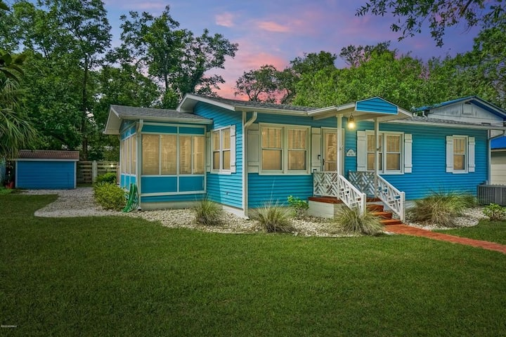 2BR / 2BA Two Blocks From Water in Southport