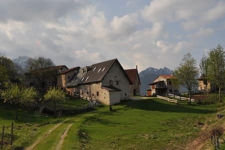 UN PICCOLO SOGNO TRA I BOSCHI - Recoaro Terme - กระท่อมบนภูเขา