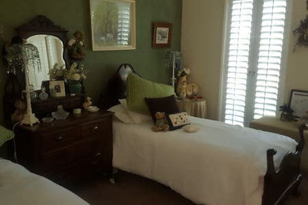 Airy room with a calming atmosphere - Dubbo
