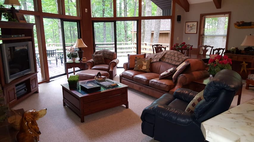 Beautiful Cabin on Lake close to Bowling Green. - Scottsville - Hus
