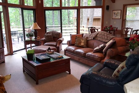 Beautiful Cabin on Lake close to Bowling Green. - Scottsville - Ház