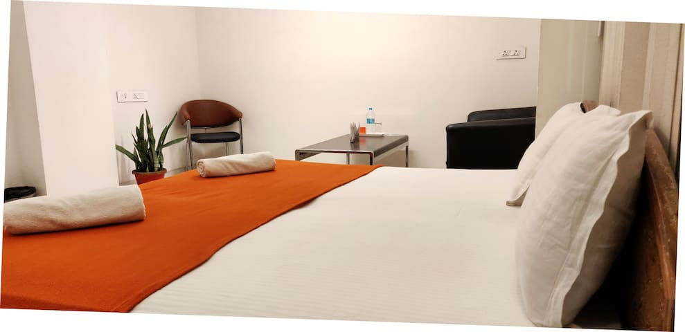 Long term Rooms near Apparel House Sec 44, Gurgaon