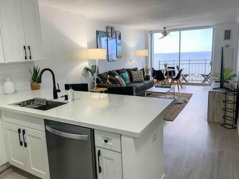 Ocean View Waikiki Top Floor 1 BR