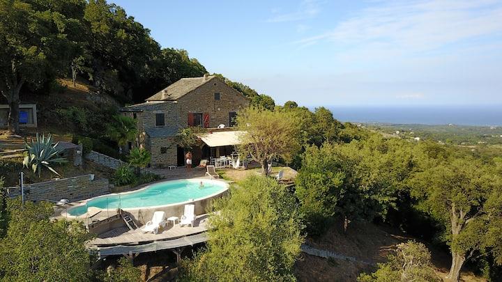 Ancienne maison vue Mer & Montagne