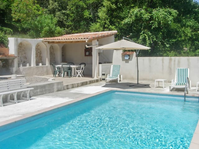 Traditional house w/ swimming pool - Varages