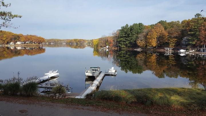 Large Lake house -Dock/paddle boat/kayaks!