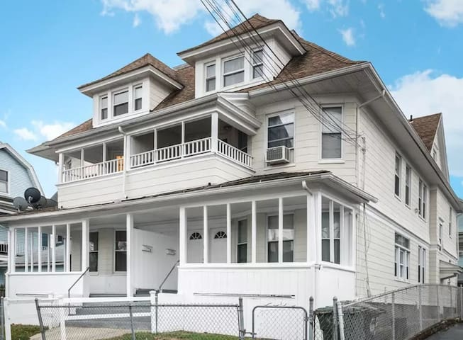 Entire place in House 1HR to NYC$2500/mo.