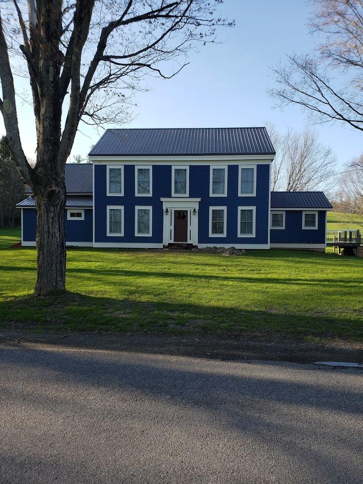The Farmhouse at Chestnut Estates. 8 mins to CDP!