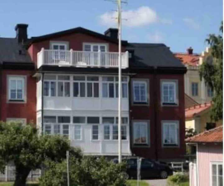 Charmig lägenhet i mysiga Strängnäs
