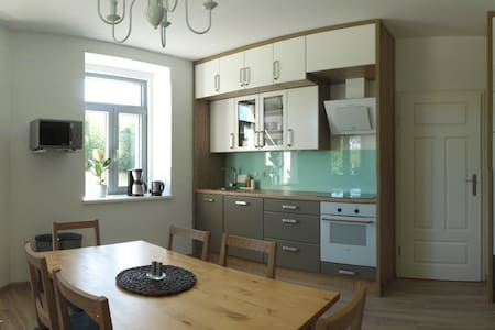 Spacious Flat for 6 ppl, close to Prague & Dresden - Pirna