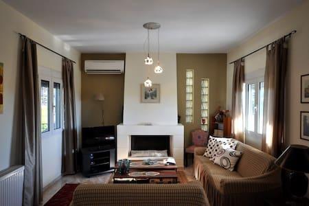 Beautiful apartment near to Nafplio. - Dalamanara - Wohnung