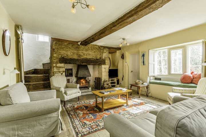 Stone Cottage close to village shop, pool & pub!