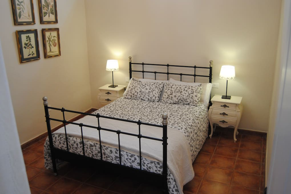 Dormitorio uno con cama doble