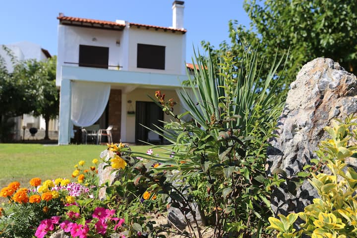 Skioni cottage - 50 m from the amazing beach!
