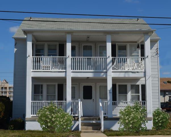 2 Blocks From The Beach - 1st Floor Unit - Ocean City - House
