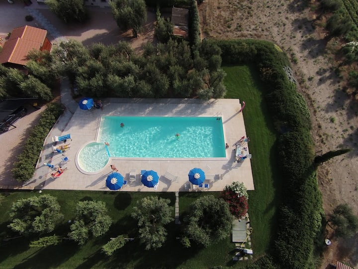 I Pavoni - Relaxing farm between Tuscany and beach