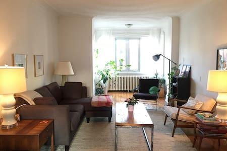 Room in Beautiful heritage apartment, Queen West