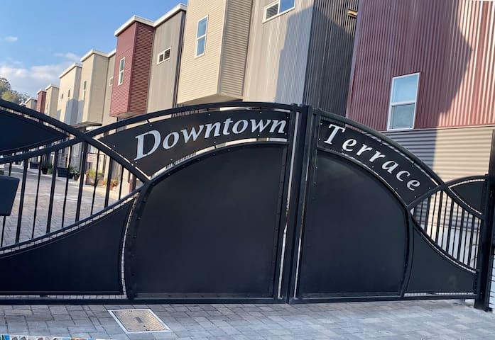 New 2 Bedroom DOWNTOWN San Luis Obispo- CLEAN