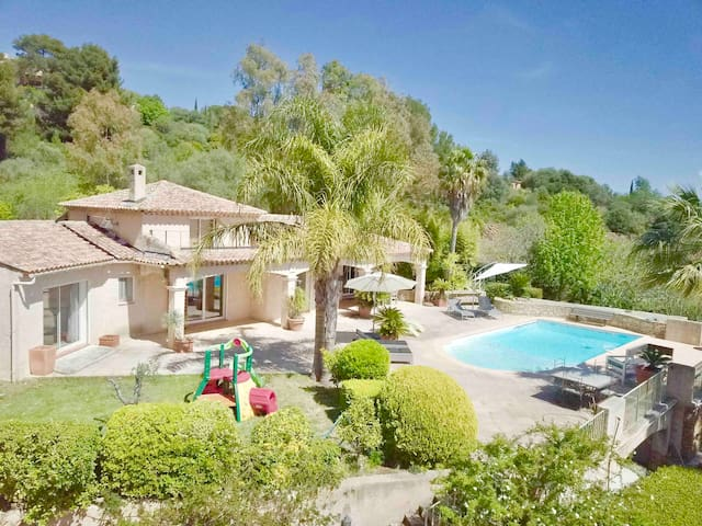 Seul face à la mer: Sublime villa, piscine , parc
