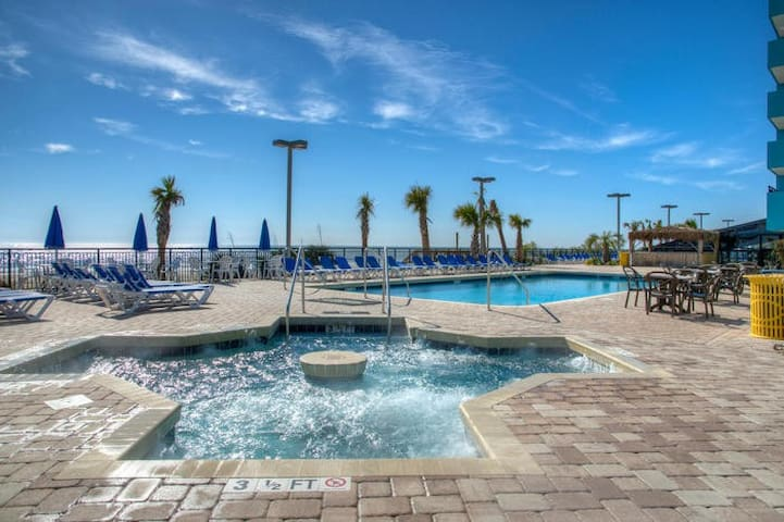 Huge star shaped beach front   Wirl pool