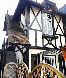 Maisonnette de charme plein centre - Deauville - Casa