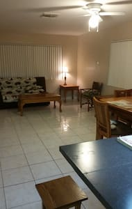 Large 1/1 near downtown and beach - Lake Worth - Rumah