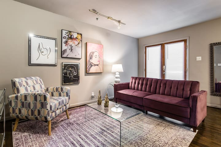 Stylish City Stay! - 5 minutes to Downtown