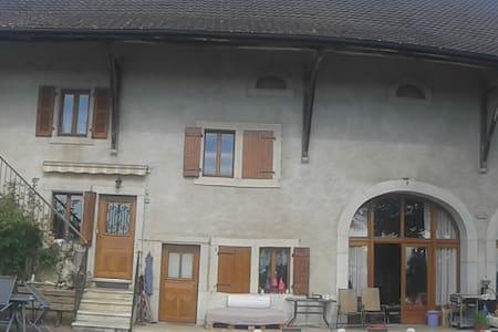 2 pièces dans ferme rénovée - Thoiry - Autre