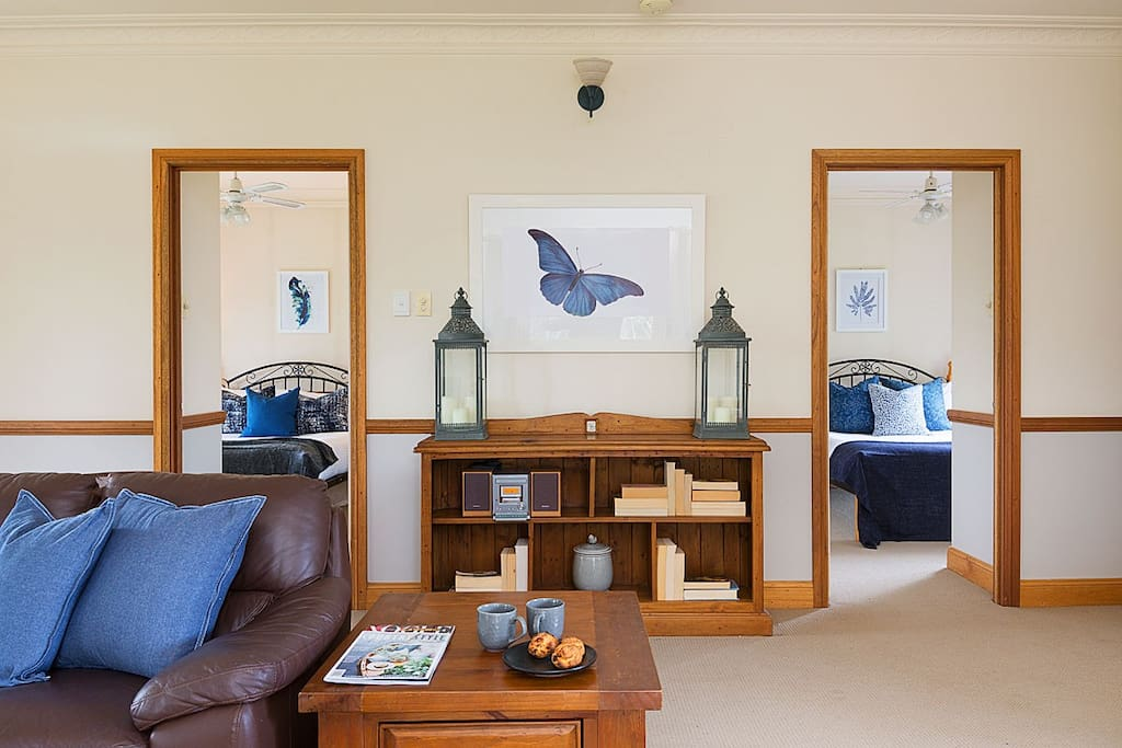Hunter-Valley-Accommodation-Windsors-Edge-Pokolbin-Cottage-Livingroom.jpg