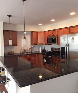 Close to the Airport, Clean and Cozy with Parking - Philadelphia - Apartment