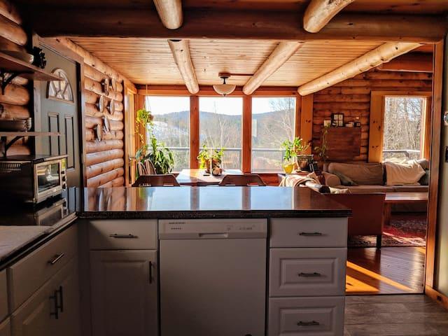 Cozy & Bright Log Cabin   8 Minutes to Okemo