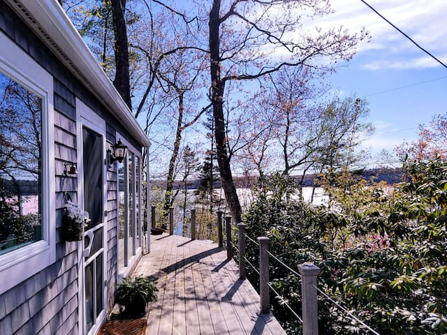 Paradise Cottage, bay views/access, 2BR/2 BA, Wifi