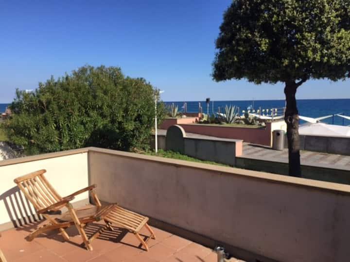 Liguria, unica in tutta la Riviera, casa sul mare!