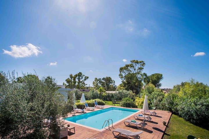 Pietre Rosse: Three-family villa with pool